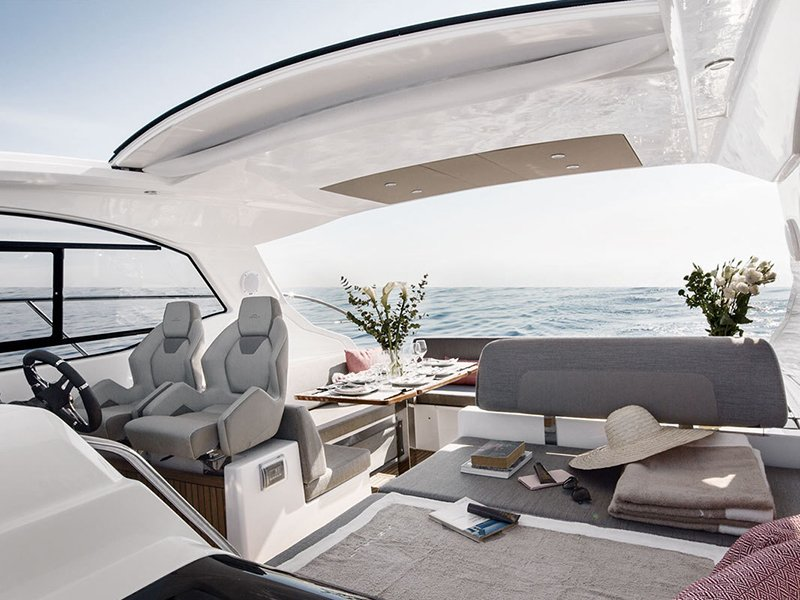 Yacht Hampton provides a certified captain with every private charter